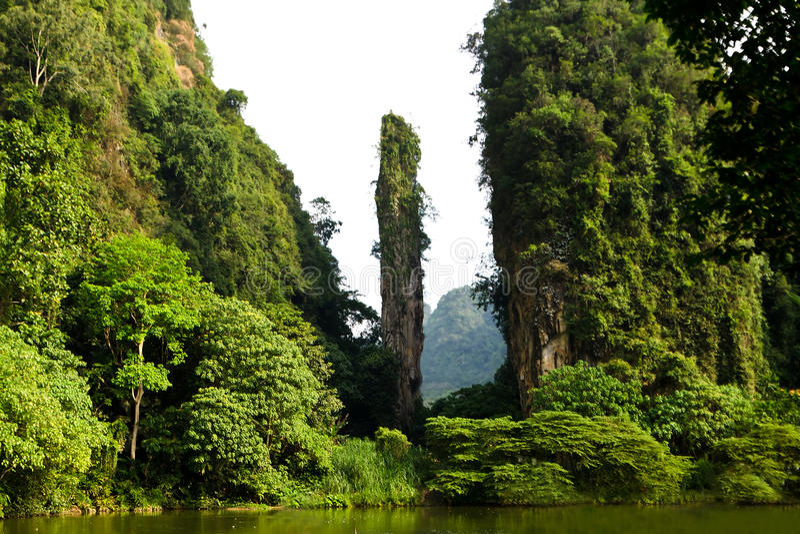 Falaise et montagne naturelles de chaux dans Tambun, Ipoh, Malaisie photographie stock