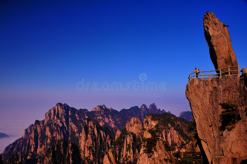 Falaise (jaune) de montagne de Huangshan image libre de droits