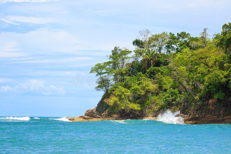 Falaise Manuel Antonio Costa Rica d'océan et de forêt photographie stock libre de droits