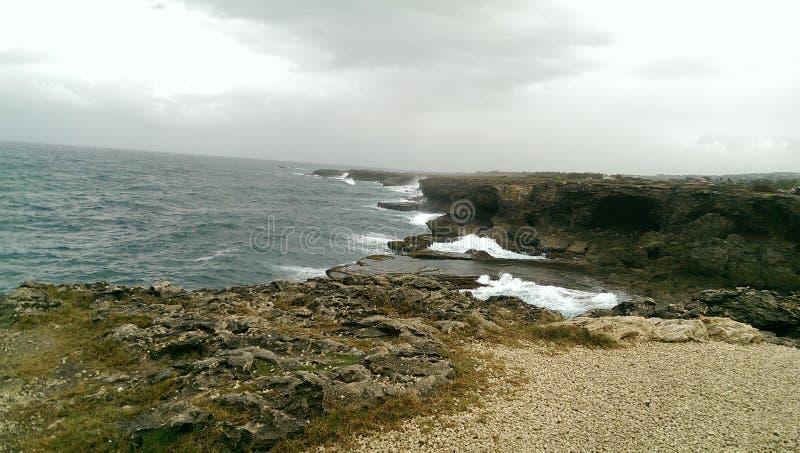 Falaise, roches, caverne, en Barbade, les Caraïbe image stock