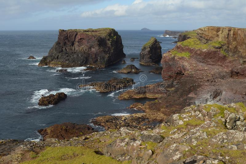 Falaises d'Eshaness, Îles Shetland image libre de droits