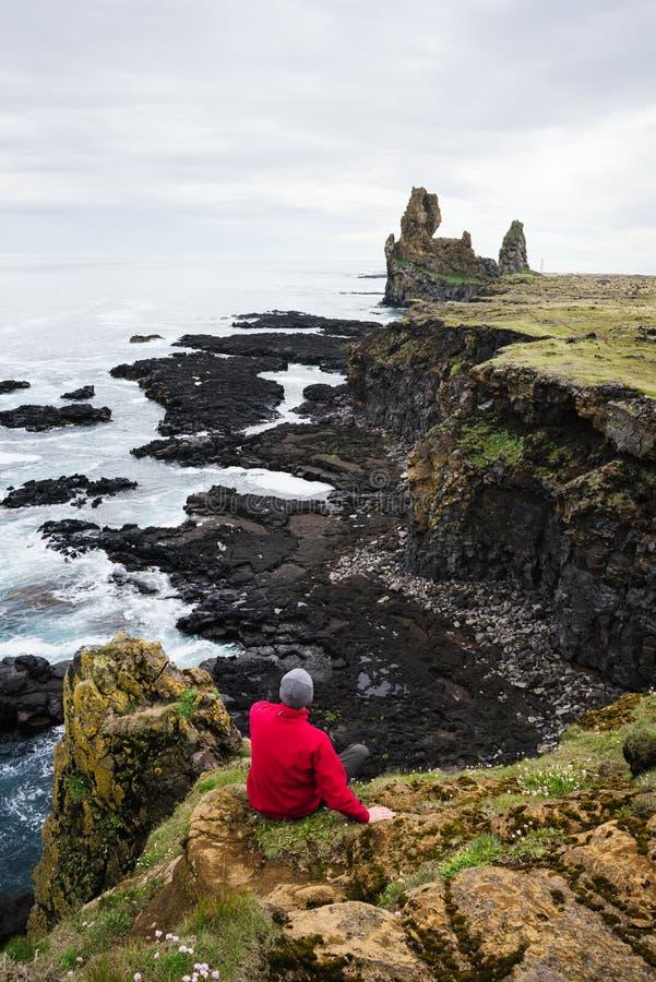 Falaises de basalte de Londrangar, Islande image stock
