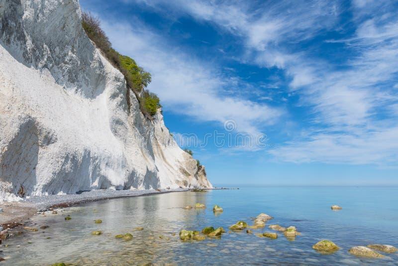 Falaises de craie de klint de Moens au Danemark image stock