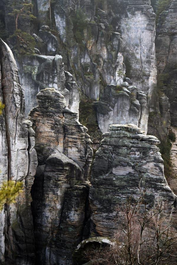 Falaises de grès dans le paradis de Bohème - les roches de Prachov - paysage photos libres de droits