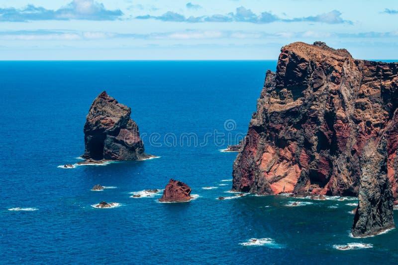 Falaises de roche volcanique image stock