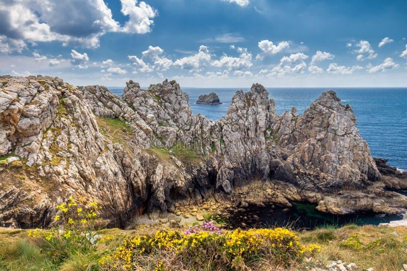 Falaises et océan sur la côte de Brittany Bretagne, France photographie stock libre de droits