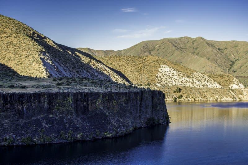 Falaises le long de la crique et de Boise River de Moore photo libre de droits