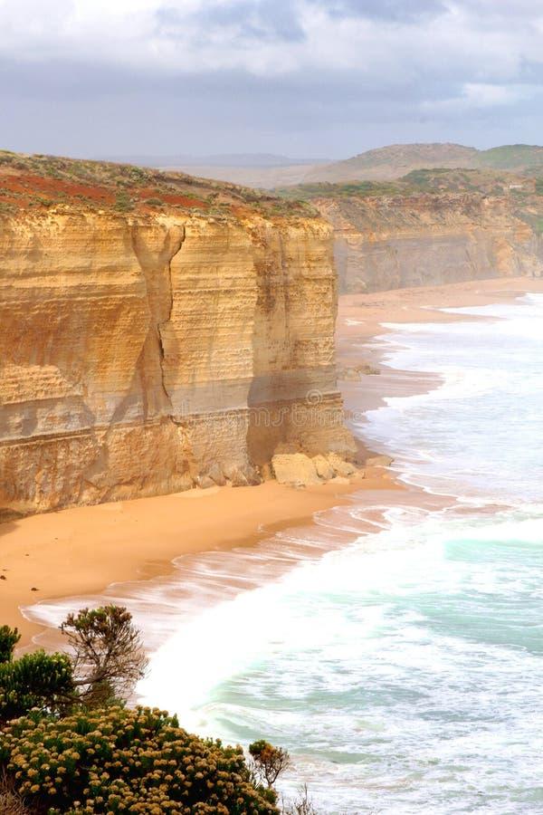 Falaises, océan, brume et plages le long de la grande route d'océan, Australie photographie stock libre de droits