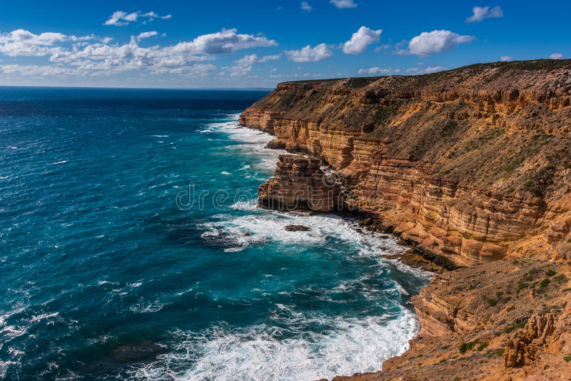 Falaises rocailleuses de grès rouge à l'Australie occidentale de Kalbarri photos stock