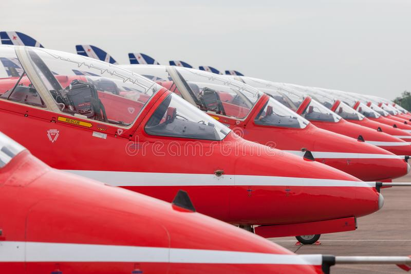 Falcão aerobatic T do espaço aéreo britânico da equipe da exposição da formação de Royal Air Force RAF Red Arrows 1 avião de inst imagem de stock royalty free