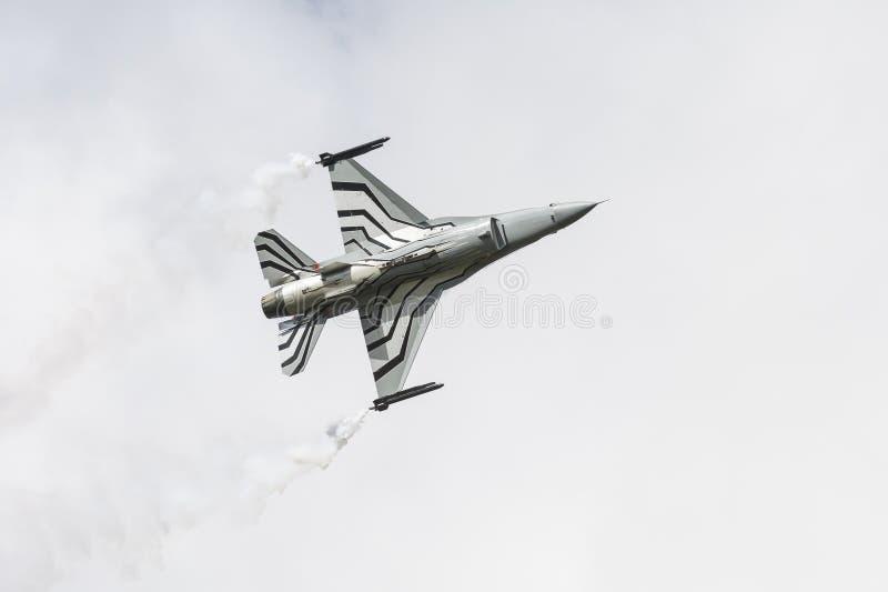 Falco belga di combattimento F-16 che mostra parte di sotto della fusoliera immagine stock