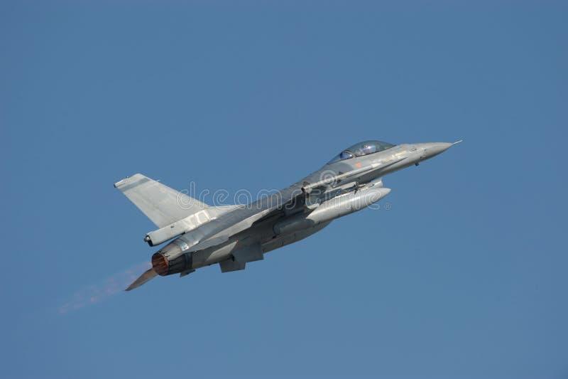 Falco di combattimento F-16 con il postcombustore immagine stock libera da diritti