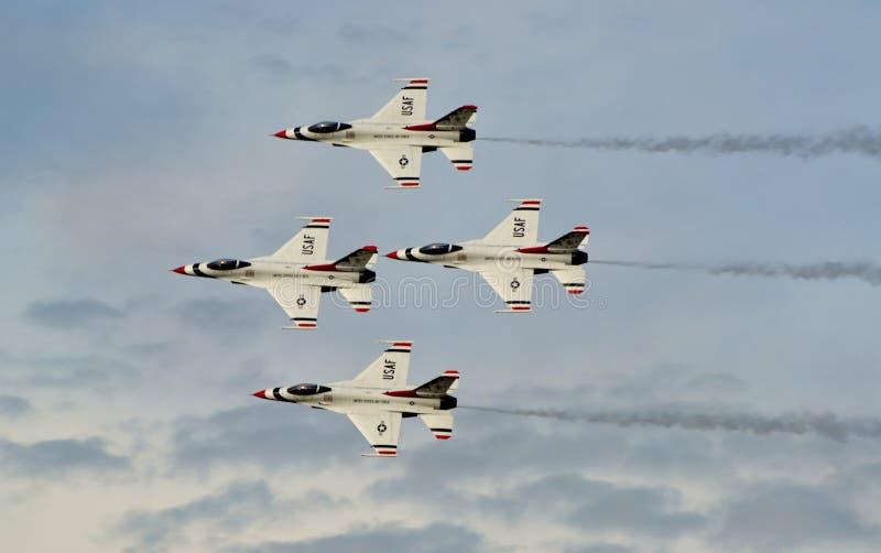 Falco/vipera di combattimento del F-16 dei Thunderbirds immagine stock libera da diritti