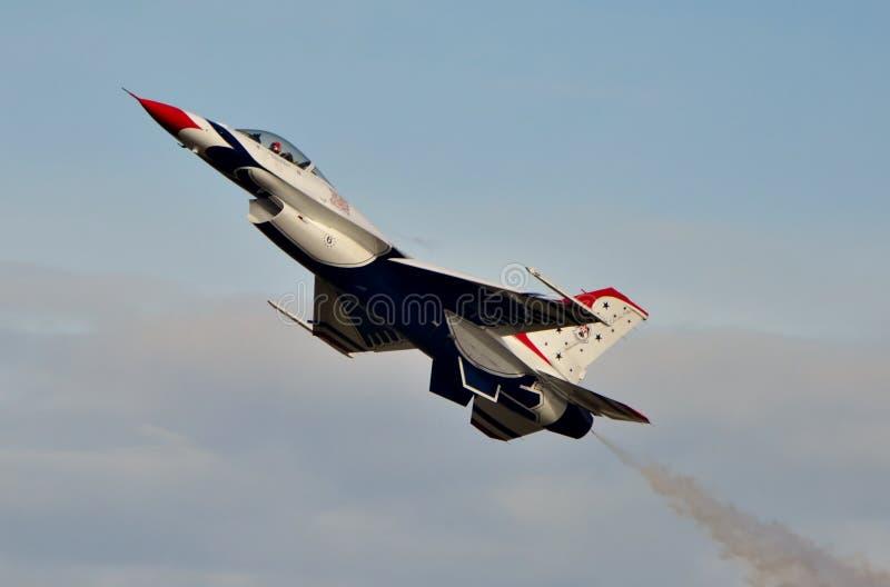 Falco/vipera di combattimento del F-16 di Thunderbird fotografie stock libere da diritti