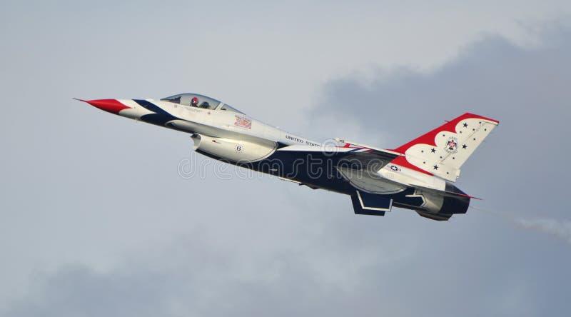 Falco/vipera di combattimento del F-16 di Thunderbird immagini stock libere da diritti