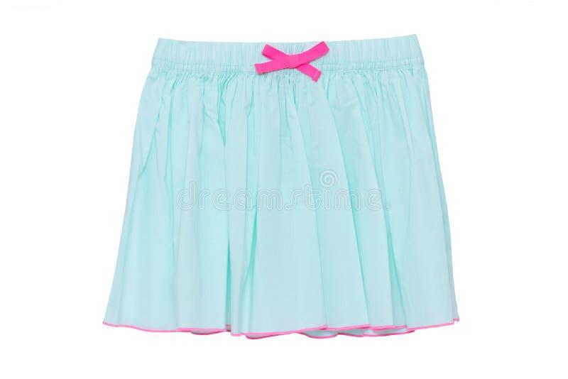 Falda del verano aislada Primer de una falda corta del verano de la niña hermosa festiva de la turquesa con un arco rosado de la  imagen de archivo libre de regalías