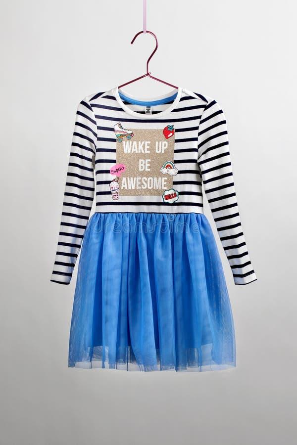 Falda elegante enorme con una blusa para las muchachas de Tulle La cámara de los niños, vara mágica, accesorios foto de archivo