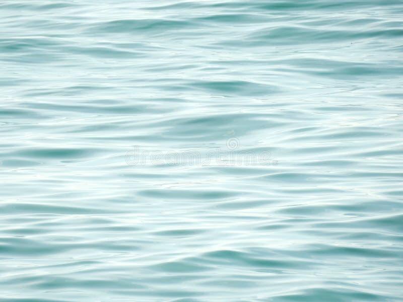 fale oceanu się fala pierwszoplanowe Czystej wody tło, spokój fala obrazy stock