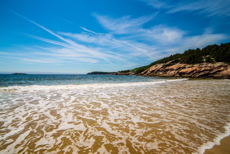 Fale przy piasek plażą, Acadia park narodowy, Maine, usa obrazy stock