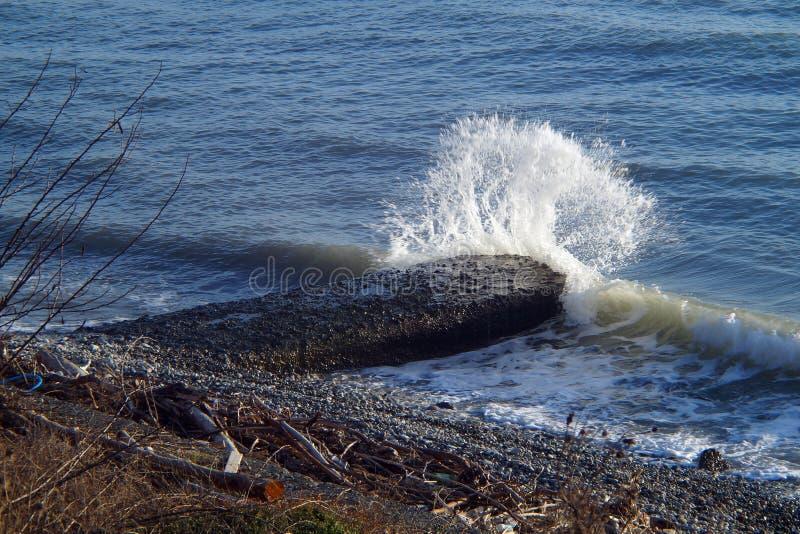 Fale, wybuchy, pluśnięcia, świecenie, zmierzchy i wschód słońca Czarny morze, zdjęcie stock