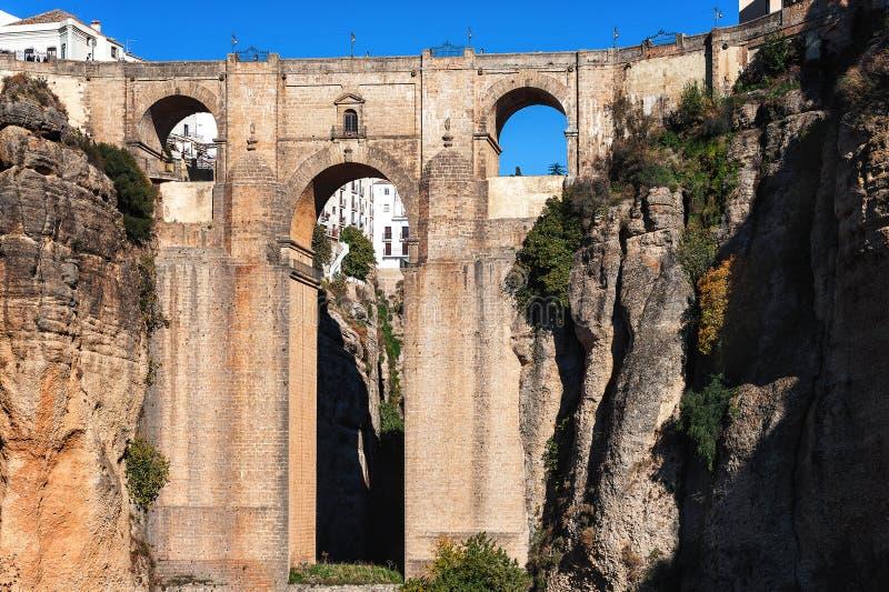Falezy i Puente Nuevo most w Ronda, jeden sławne wioski w Andalusia, Hiszpania zdjęcie stock