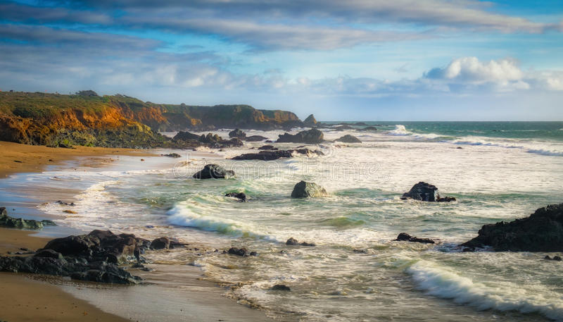 Falezy i skały na Kalifornia wybrzeżu zdjęcia royalty free