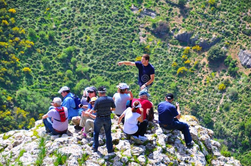 falezy krawędzi przewdonika Israel turyści zdjęcia stock