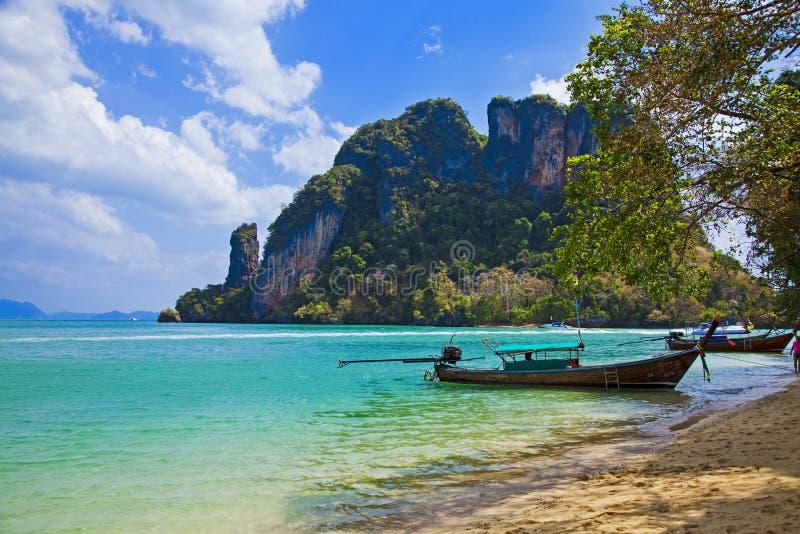 Falezy morza tropikalny krajobraz w Phang nga zatoce fotografia royalty free