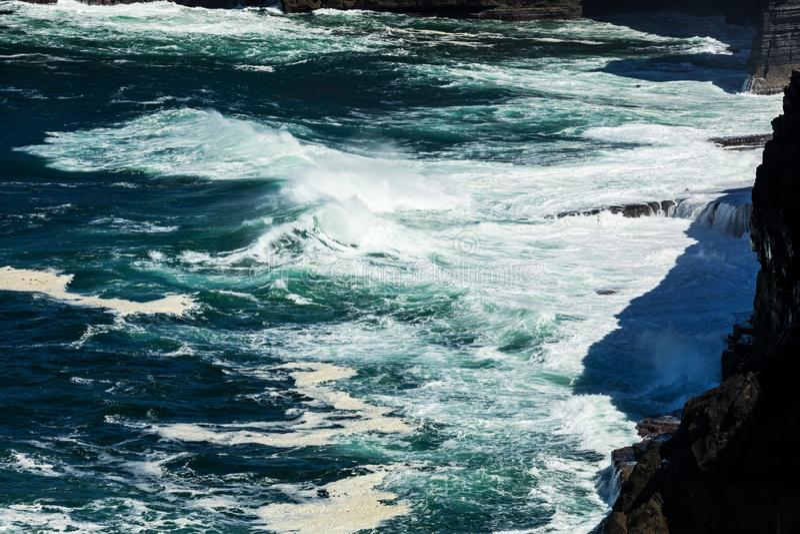 Falezy pętli głowa, Kilbaha, Co Atlantycka ocean linia brzegowa blisko Ballyvaughan, Co fotografia royalty free