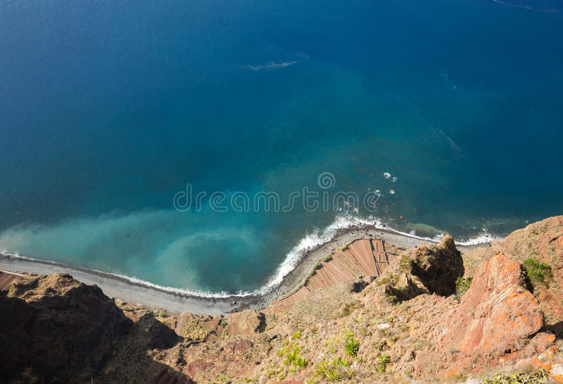 Falezy twarz Cabo Girao jak widzieć prostego puszek od punktu widzenia madeira fotografia royalty free