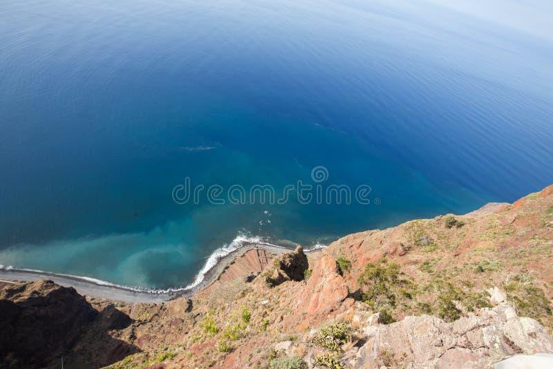 Falezy twarz Cabo Girao jak widzieć prostego puszek od punktu widzenia madeira zdjęcia stock