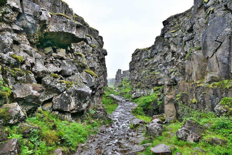 Falha continental no parque nacional de Thingvellir em Islândia imagens de stock