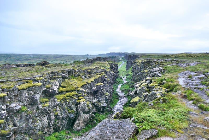 Falha continental no parque nacional de Thingvellir em Isl?ndia fotografia de stock