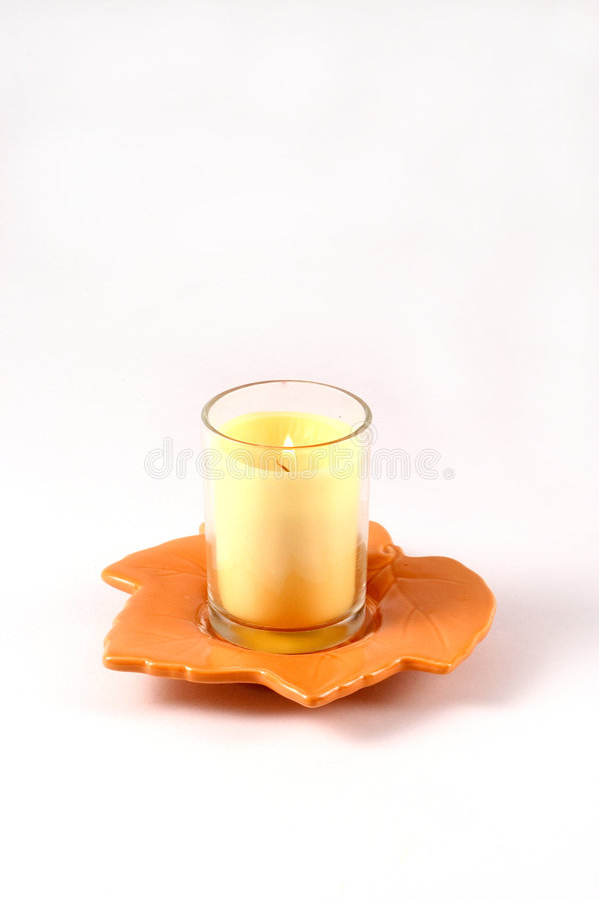Download Fall-Blatt mit Kerze stockfoto. Bild von halterung, herbst - 28402