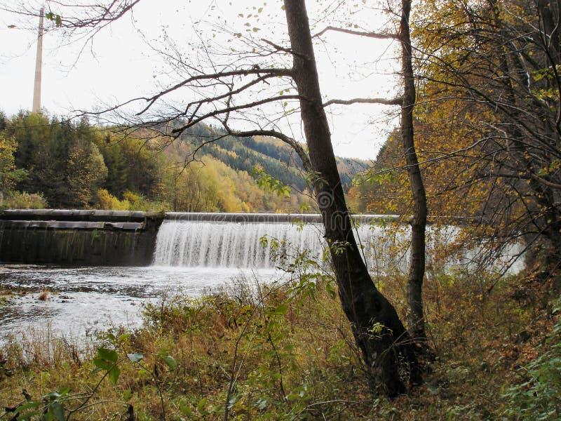 Fall in das Zschopau-Tal in Erzgebirge lizenzfreie stockfotos