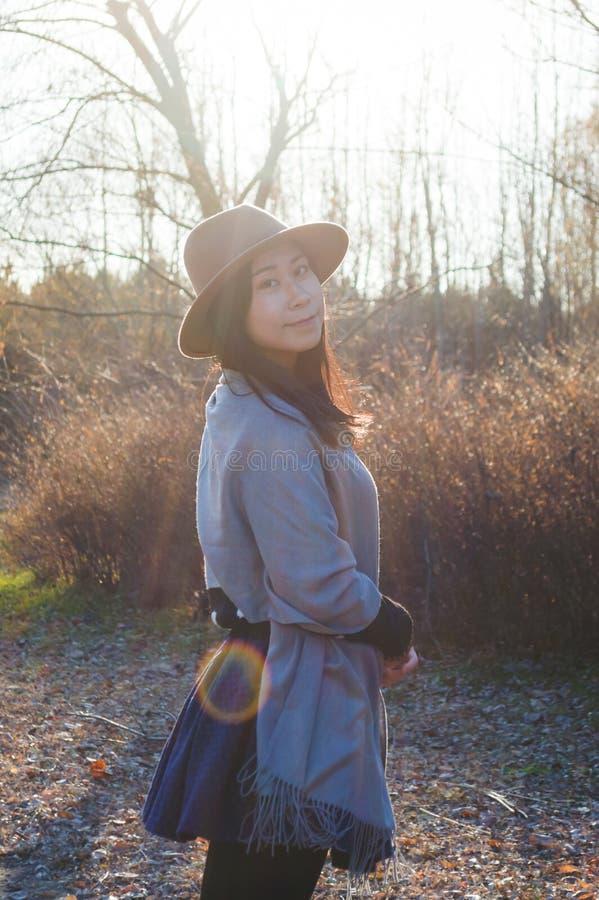 Fall, junge asiatische Frau 5 des Herbstes stockbild