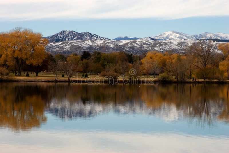 Fall-Reflexion in Wasser II lizenzfreie stockfotografie