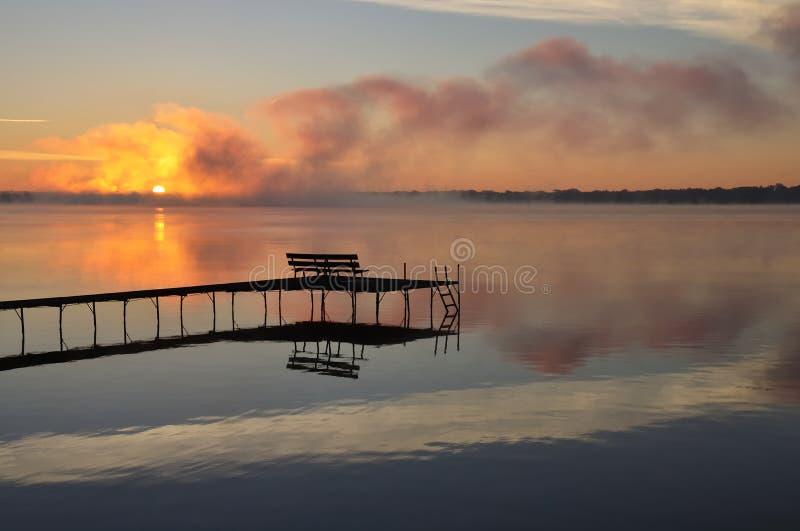 Fall-Sonnenaufgang - Wisconsin See lizenzfreie stockfotografie