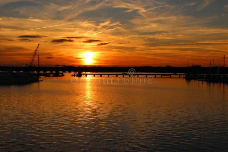 Fall-Sonnenuntergang in neuem Bern North Carolina stockbilder