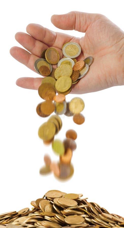 fallande hand för mynt royaltyfria bilder