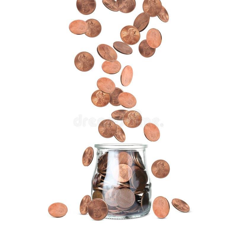 Fallande mynt in i exponeringsglaskruset på vit fotografering för bildbyråer