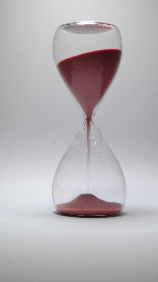 Fallande sand för timglas och övergående tid royaltyfri foto