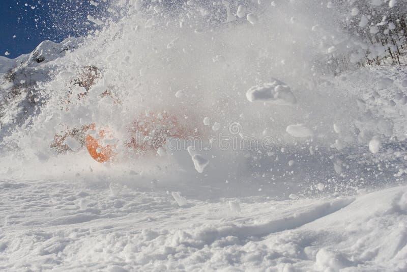 fallande snowboarder arkivbild