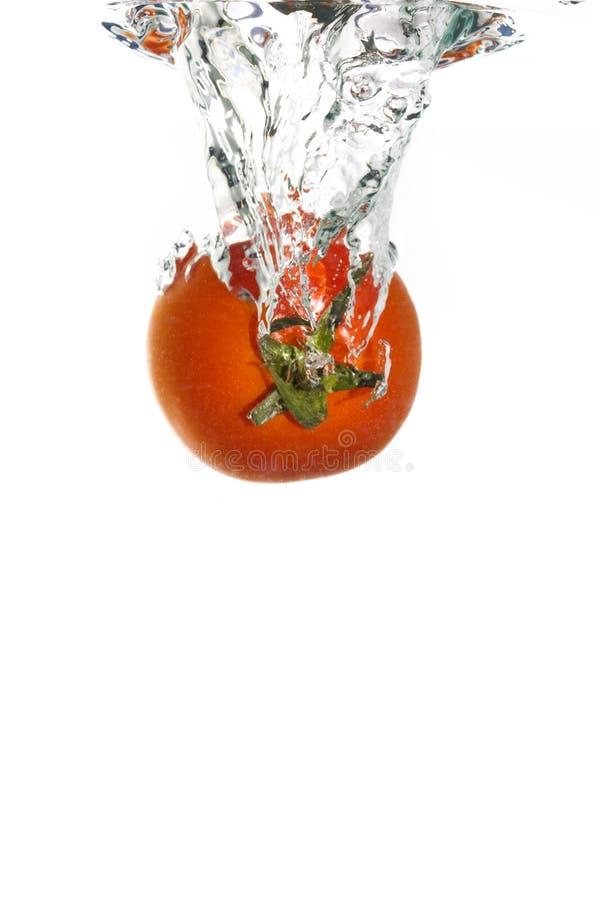 fallande tomatvatten arkivbild