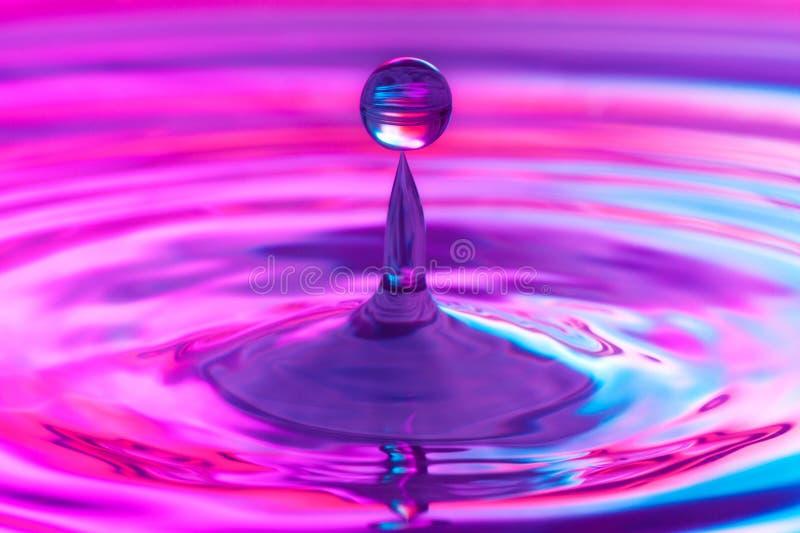 fallande vatten för droppe royaltyfri foto