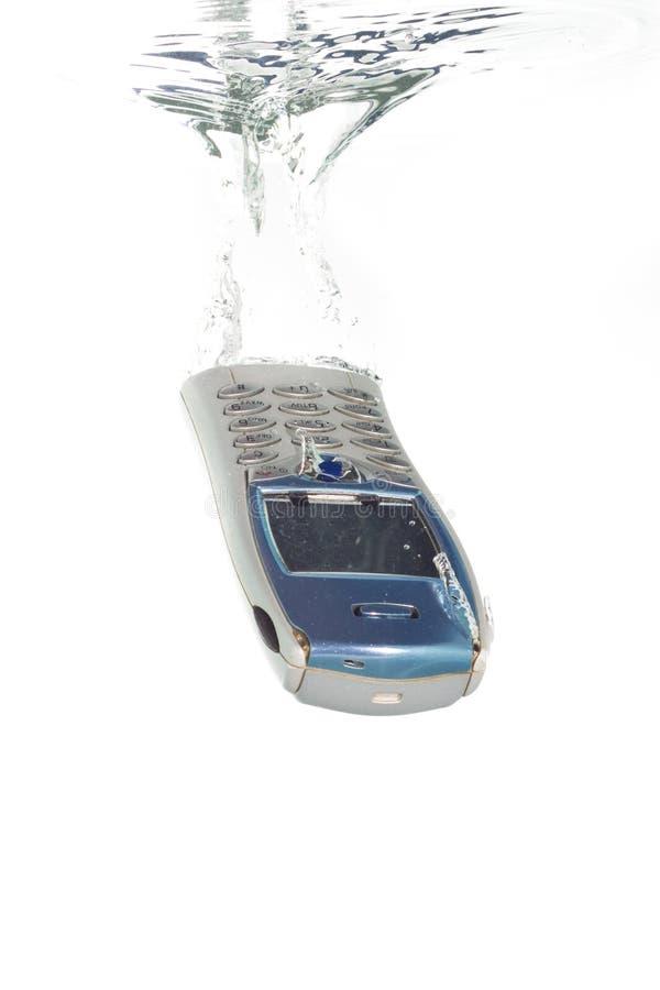 fallande vatten för mobiltelefon royaltyfria bilder