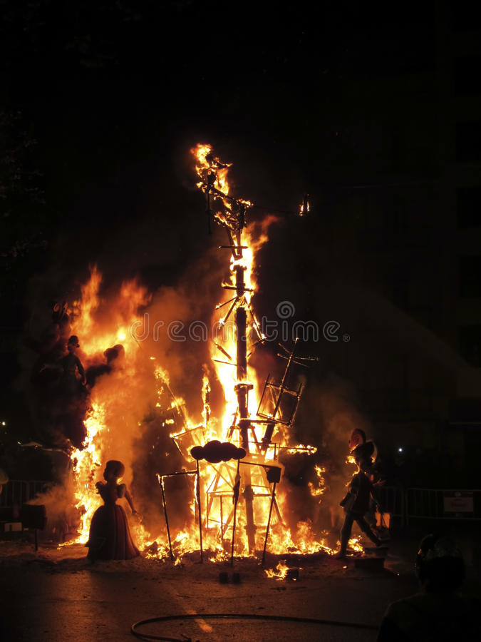 Fallas van Valencia op brand royalty-vrije stock afbeelding
