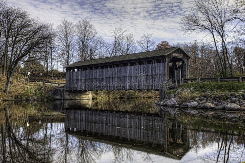 Fallasburg täckte bron i Michigan royaltyfri foto