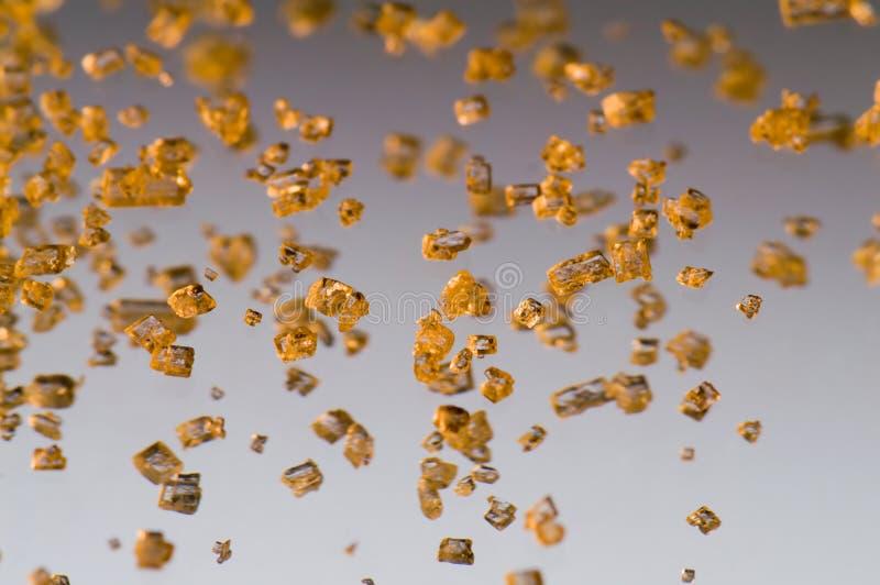 Fallende Goldkristalle stockfotos