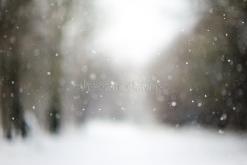 Fallender Schnee, unscharfe Weihnachtsbeschaffenheit lizenzfreie stockfotografie